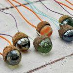 Makk és üveggolyó: őszi nyaklánc egyszerűen