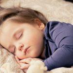 Hogyan dugjunk ágyba öt gyereket két kézzel?