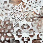 Klasszikus és alternatív mintájú papír hópelyhek
