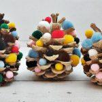 Filléres karácsonyi dísz: pomponos toboz