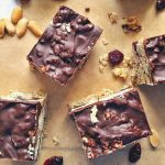 Csokis-gyümölcsös zabszelet sütés nélkül