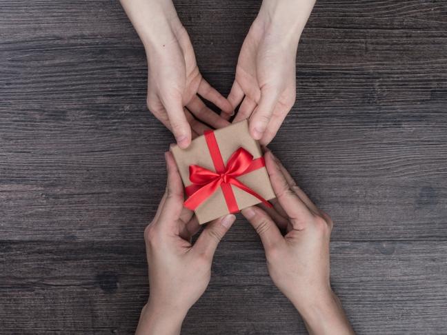 Egy éves randi ajándék a barátnak