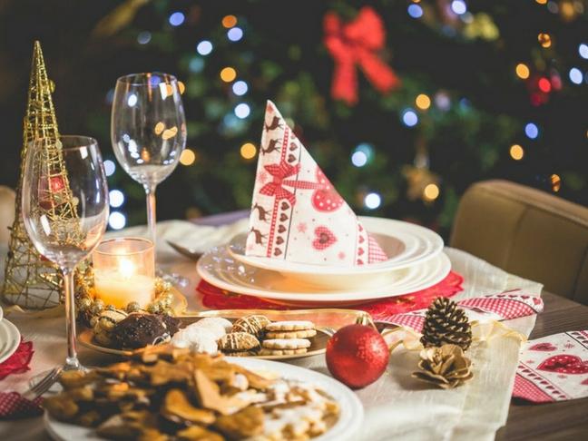 Christmas Dinner Table Decoration Ideas.5 Festive Dinner Table Decorating Ideas For A Chic Holiday
