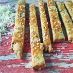 Zöldüljünk: zöldfűszeres sós rúd parmezánnal