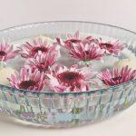 Romantikus tavasz: úszó virágdekoráció