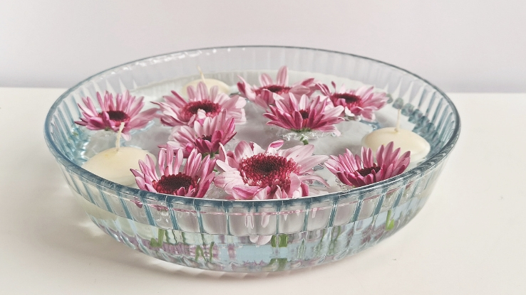 diy tavaszi úszó virágdekoráció