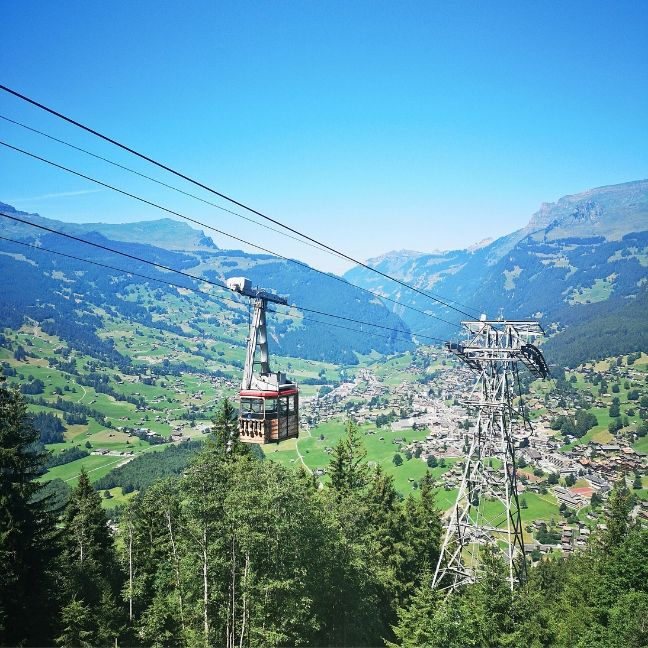 ezerarcú Svájc
