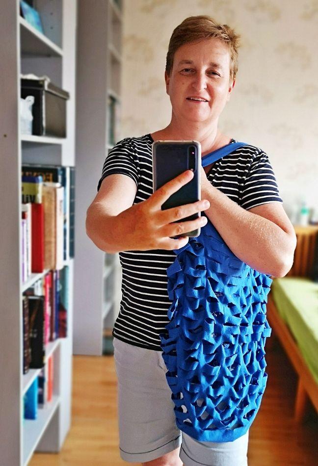 újrahasznosított hálós táska pólóból