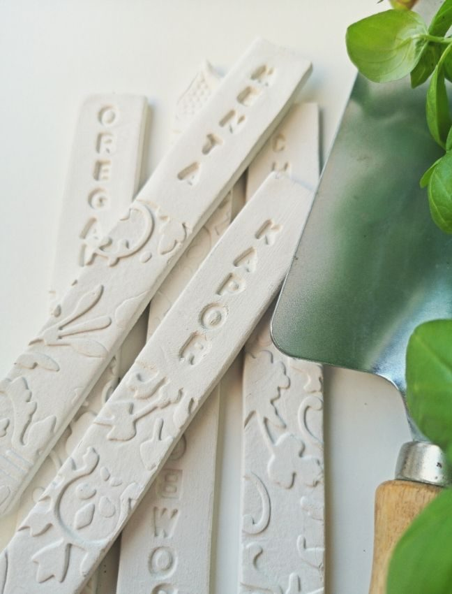 DIY növényjelölő pálcák gyurmából