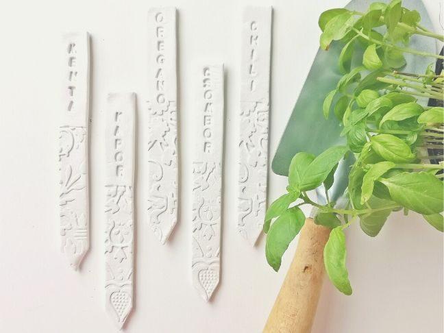 növényjelölő pálcák gyurmából