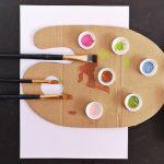Alkoss szabadon – DIY festőpaletta kartonból és kupakokból